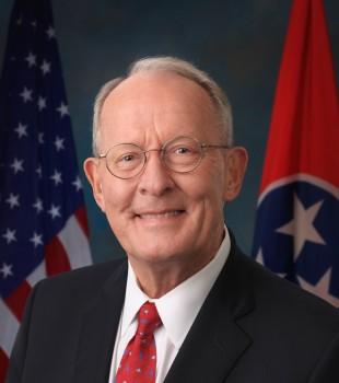 美国参议员拉马尔·亚历山大(R-田纳西州)。