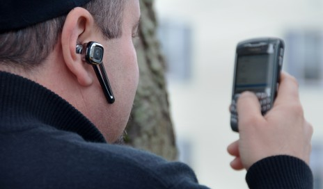 Earpiece used with cellphone