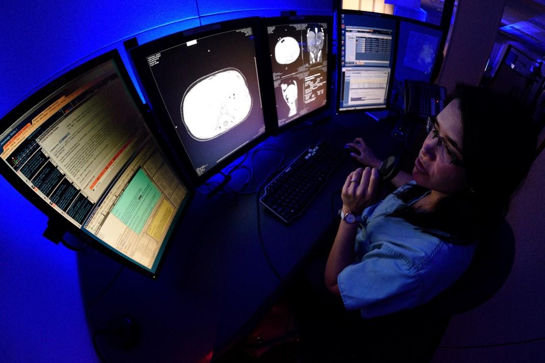 Redrick Expands Line Of Ergonomic Radiologist Reading Workstations