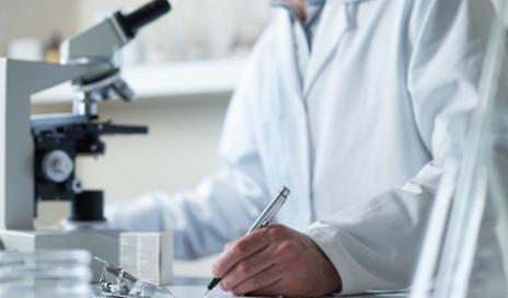 researcher-microscope2-500