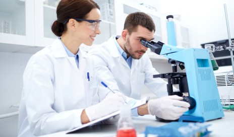 scientists in lab lung cancer
