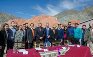 Eduardo Ezequiel Escobar, CEO, uSound (fifth from left); Sang Jik Lee, President, Samsung Electronics Argentina (seventh from left); Governor Gerardo Rubén Morales, Jujuy Province (eighth from left); and Dr Gustavo Alfredo Bouhid, Minister of Health, Jujuy Province (ninth from left) pose with other related parties for a group picture commemorating the signing event.