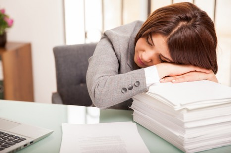 sleep on it expert says napping at work helps re energize body